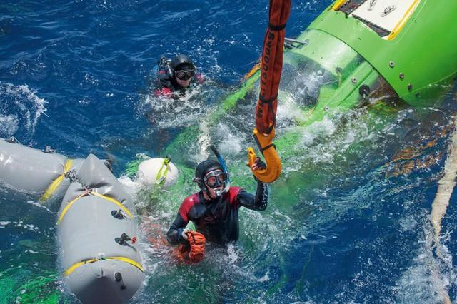 Nhật ký 3 giờ dưới vực Mariana sâu nhất Trái Đất của đạo diễn Titanic trứ danh - Ảnh 6.