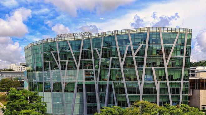 Bảng xếp hạng top 100 trường đại học danh tiếng nhất thế giới, Harvard giữ vững vị trí số 1, Đông Nam Á chỉ có Singapore lọt top - Ảnh 2.