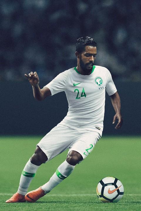 Xếp hạng đồng phục thi đấu của 32 tuyển World Cup 2018: Thụy Sĩ xấu nhất, Nigeria đẹp nhất - Ảnh 3.