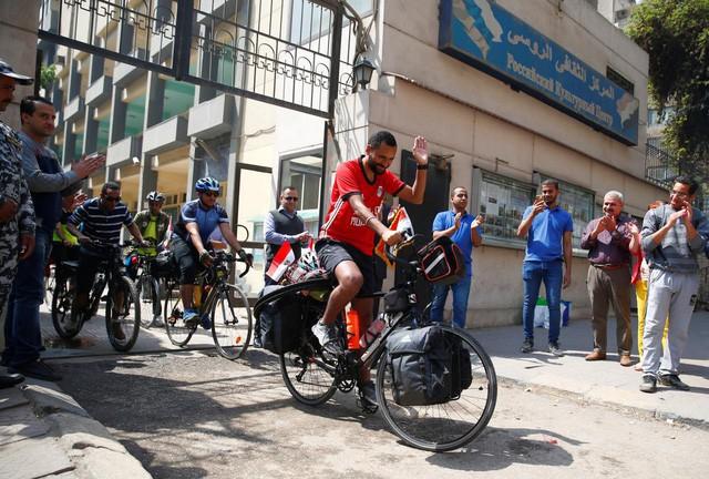 Anh chàng đạp xe hơn 5000km trong 65 ngày từ Ai Cập sang Nga xem World Cup 2018 - Ảnh 3.