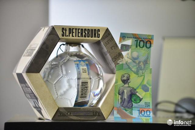 Những hình ảnh lạ trên tờ tiền 100 Ruble Nga khiến giới hâm mộ bóng đá săn lùng - Ảnh 5.