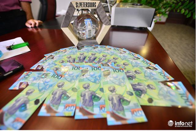 Những hình ảnh lạ trên tờ tiền 100 Ruble Nga khiến giới hâm mộ bóng đá săn lùng - Ảnh 9.