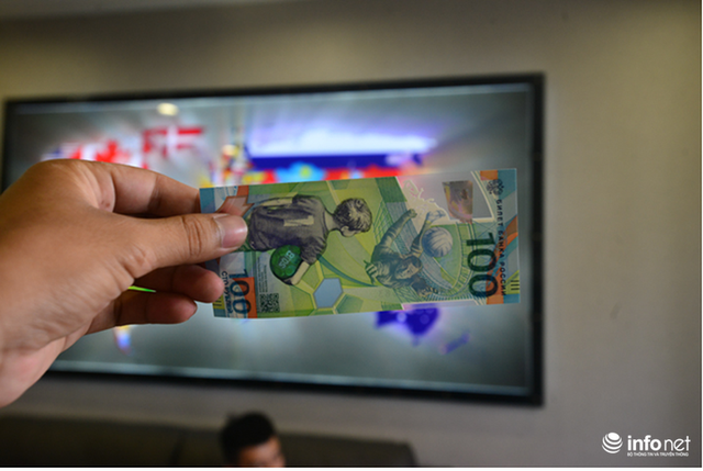 Những hình ảnh lạ trên tờ tiền 100 Ruble Nga khiến giới hâm mộ bóng đá săn lùng - Ảnh 10.
