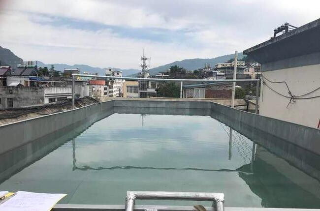 Trung Quốc: Xây hồ bơi trái phép trên nóc chung cư để tập luyện giữ dáng - Ảnh 3.