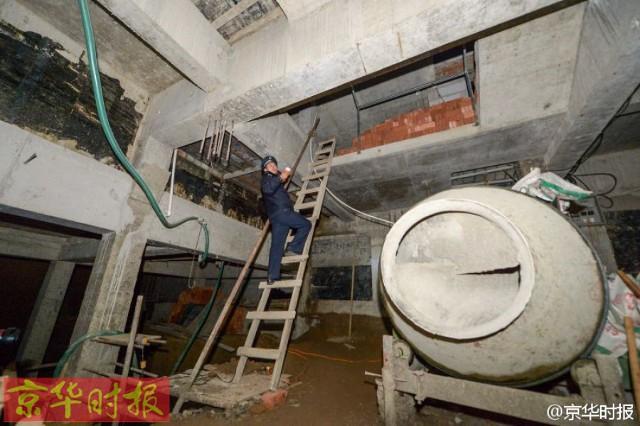 Trung Quốc: Xây hồ bơi trái phép trên nóc chung cư để tập luyện giữ dáng - Ảnh 6.