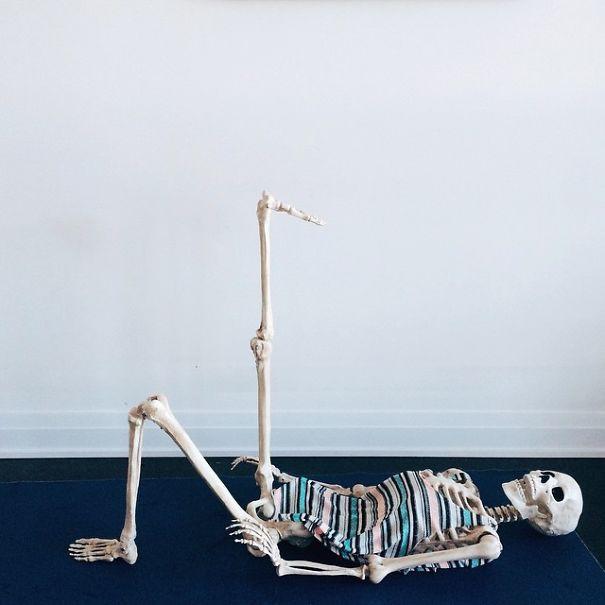 Chết cười với bộ xương chuyên cosplay hội chị em ham sống ảo - Ảnh 5.