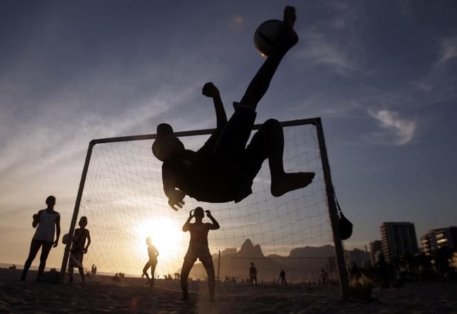 Mô hình kinh tế lý giải vì sao một quốc gia bình thường như Uruguay có thể 2 lần vô địch World Cup còn Trung Quốc thậm chí chưa thể lọt vào vòng 32 - Ảnh 12.
