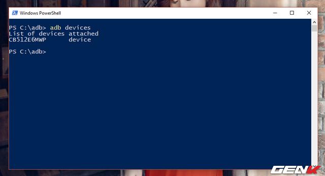"""Bước 6: Khi máy tính đã nhận diện được thiết bị, bạn hãy nhập lệnh """"adb devices"""" vào cửa sổ dòng lệnh ở bước 4 để xác nhận kết nối tin cậy giữa máy tính và thiết bị. Khi đó cửa sổ xác nhận sẽ xuất hiện trên thiết bị Android, bạn hãy nhấn """"OK"""" để cho phép."""