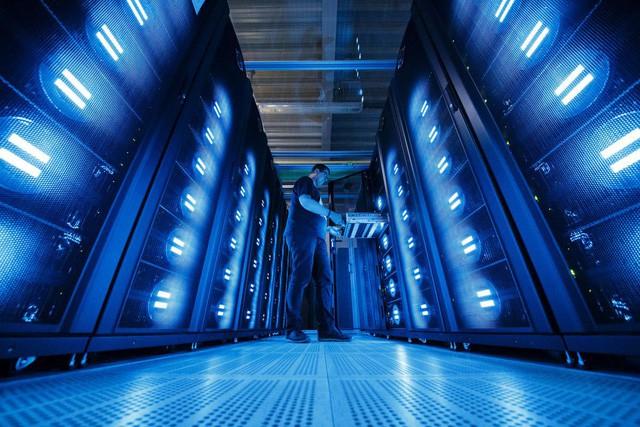 Siêu máy tính của Mỹ hoạt động trên 4.600 máy chủ và 10 petabyte bộ nhớ, có thể thực hiện hơn 200 triệu tỷ phép tính/giây.