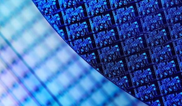 CEO Intel vô tình thừa nhận mối đe dọa từ AMD với mảng chip cho trung tâm dữ liệu - Ảnh 2.