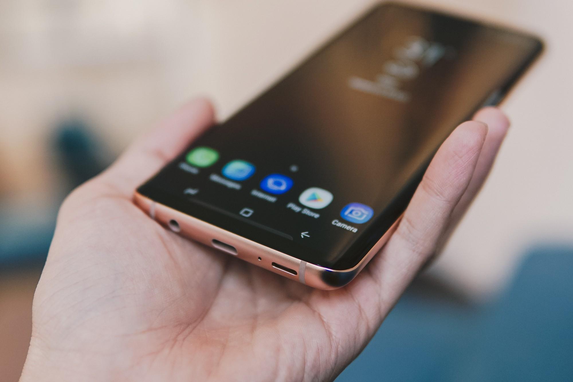 Bằng Galaxy S9+ Hoàng Kim, Samsung chứng tỏ vị trí dẫn đầu thiết kế trên smartphone - Ảnh 6.