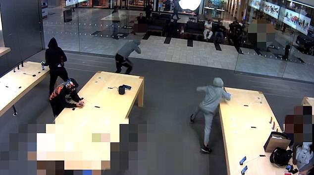 5 tên cướp ghé thăm Apple Store tại New York và cuỗm đi số iPhone trị giá 19.000 USD - Ảnh 1.