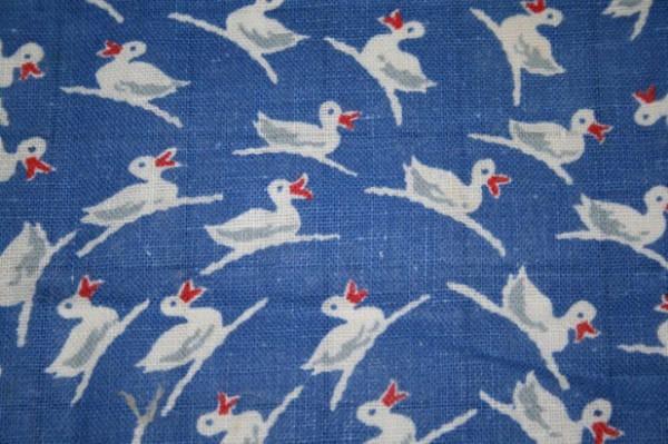 Vào thời kì Đại suy thoái, các công ty sản xuất bột mì đã in họa tiết lên bao vải để các mẹ có thể tái chế thành quần áo đẹp cho trẻ em - Ảnh 6.