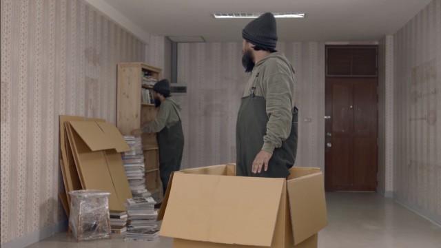 Quảng cáo Thái hài hước: Quay ngược thời gian, bắt cóc chính mình để cướp bánh quy - Ảnh 4.