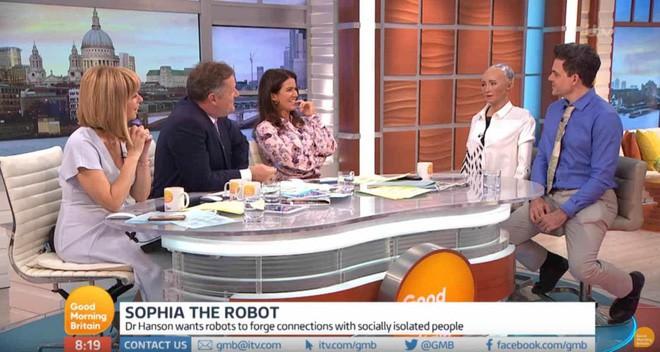 Hồ sơ khủng của robot Sophia từ khi được làm người cho đến khi sang Việt Nam - Ảnh 9.