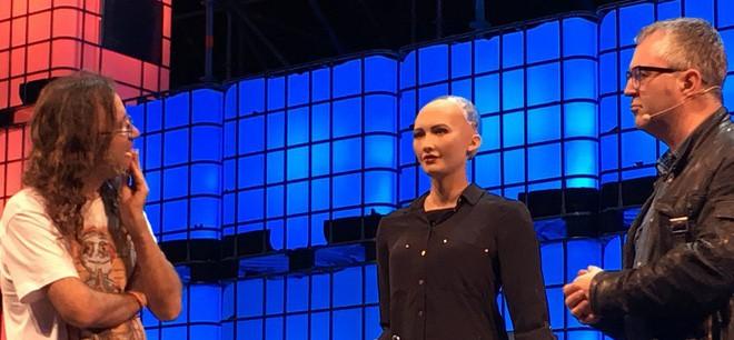 Hồ sơ khủng của robot Sophia từ khi được làm người cho đến khi sang Việt Nam - Ảnh 10.
