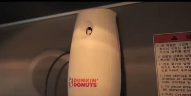 """[Case Study] Chiến dịch dắt mũi khách hàng của Dunkin' Donuts: """"Bơm"""" mùi cà phê lên xe buýt, đem về thêm 29% doanh thu! - Ảnh 2."""