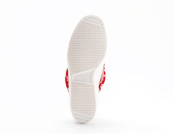 Khi bạn thích đi dép cho thoáng nhưng không thể rời xa sneakers, chắc chắn bạn phải mua mẫu giày này - Ảnh 5.