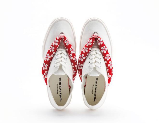 Khi bạn thích đi dép cho thoáng nhưng không thể rời xa sneakers, chắc chắn bạn phải mua mẫu giày này - Ảnh 6.