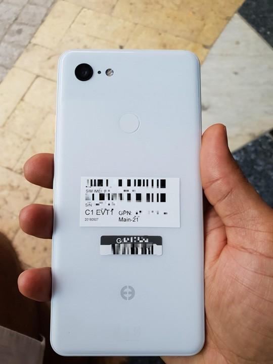 Google Pixel 3 XL lộ ảnh thật, trên có tai thỏ nho nhỏ, dưới có cái cằm rất to - Ảnh 4.