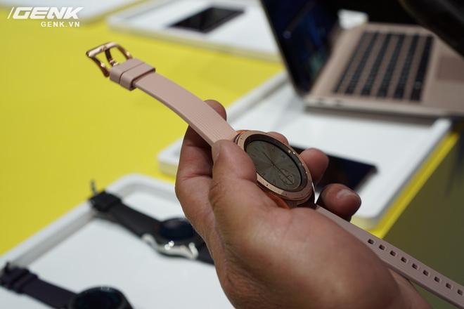 Ảnh thực tế Samsung Galaxy Watch: rất thời trang và đầy mạnh mẽ - Ảnh 2.
