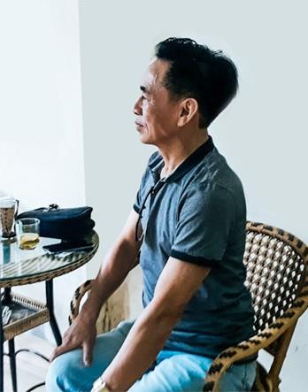 """Trò chuyện với tài xế Uber """"6 sao"""" đầu tiên ở Việt Nam: Cõng khách vượt qua quãng đường ngập, trong xe lúc nào cũng có sẵn khăn ướt, nước uống, dù phòng bị cho khách - Ảnh 1."""