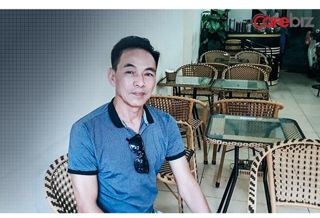 """Trò chuyện với tài xế Uber """"6 sao"""" đầu tiên ở Việt Nam: Cõng khách vượt qua quãng đường ngập, trong xe lúc nào cũng có sẵn khăn ướt, nước uống, dù phòng bị cho khách - Ảnh 9."""