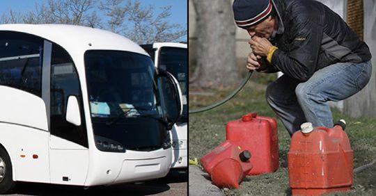 Úc: Toan hút trộm xăng, nhóm thanh niên hút trúng phải bể phốt của xe bus - Ảnh 1.