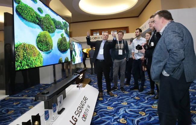 LG sẽ ra mắt micro LED TV lớn nhất thế giới tại IFA - Ảnh 1.