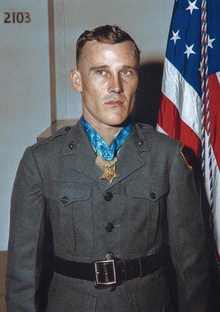 Ngỡ ngàng trước những bức ảnh lịch sử Thế chiến thứ 2 đã được phục chế và tô màu - Ảnh 2.