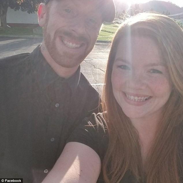 Mỹ: Bố mẹ đi vắng, 2 chị em nổ bỏng ngô ăn rồi làm nổ luôn cả căn nhà - Ảnh 4.