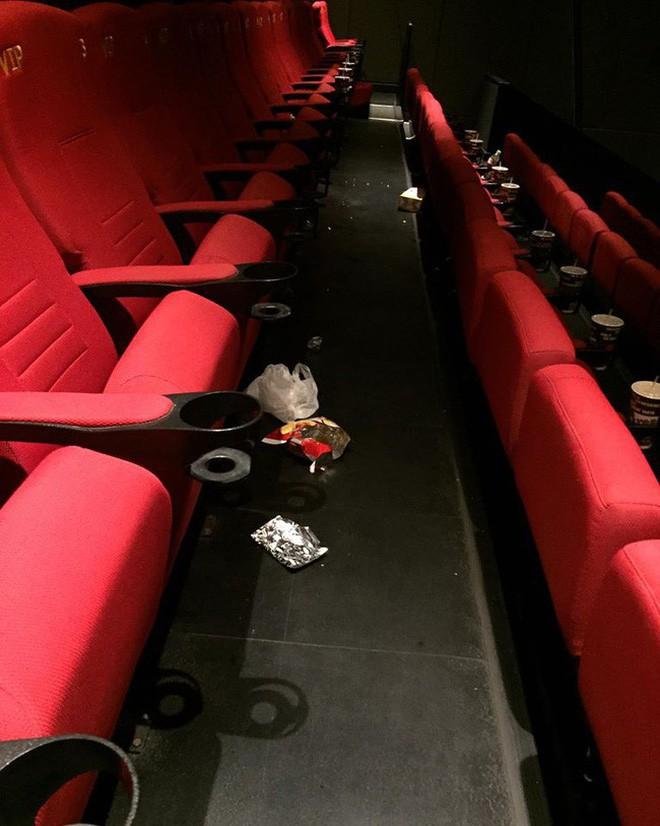 Khi ý thức trong rạp phim vẫn phải nói mãi: Xả rác, gác hẳn chân lên ghế trước và thân mật như ở nhà, bao giờ mới hết? - Ảnh 5.