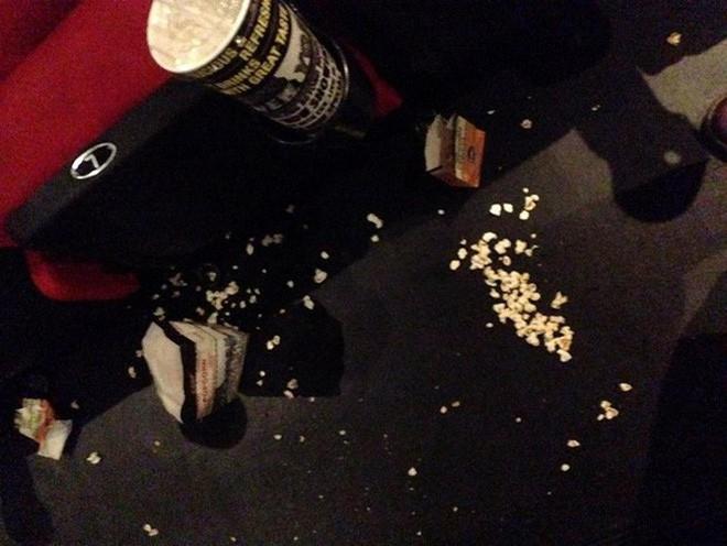 Khi ý thức trong rạp phim vẫn phải nói mãi: Xả rác, gác hẳn chân lên ghế trước và thân mật như ở nhà, bao giờ mới hết? - Ảnh 7.