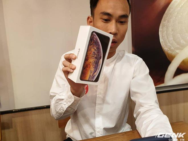iPhone XS Max đầu tiên về Việt Nam trước cả khi Apple mở bán, giá từ 33.9 triệu đồng - Ảnh 1.