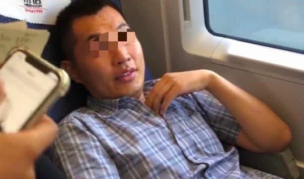 Hai hành khách xấu tính đã biến thành cơn bão meme 450 triệu views càn quét MXH Trung Quốc như thế nào? - Ảnh 1.