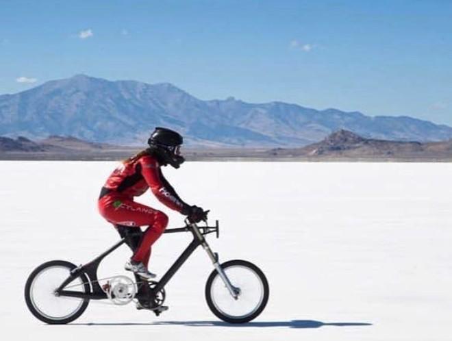 Xem kỷ lục chiếc xe đạp chạy nhanh nhất hành tinh với tốc độ lên tới 295km/h, ngang ngửa với xe hơi - Ảnh 3.