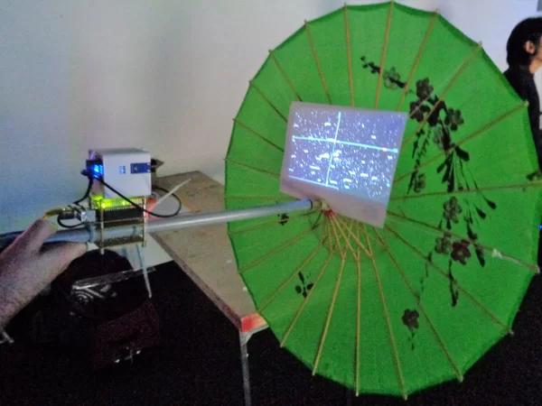 Những thứ đồ hay ho nhất hội chợ đồ tự chế DIY: từ cánh tay robot khổng lồ nghiền nát ô tô, tới thiết bị sạc pin bằng cách đi bộ - Ảnh 23.