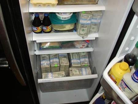 Quên mất mình giấu 800 triệu trong tủ lạnh, bà cô mất trắng khoản tiết kiệm cả đời vì vô tư đem đi đổi cái mới - Ảnh 2.