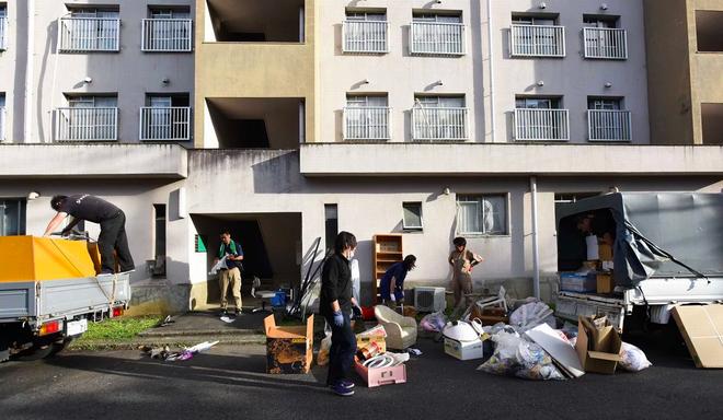 Ngành dịch vụ mới ở Nhật Bản: Dọn dẹp và tiêu thụ đồ đạc của người già neo đơn sau khi họ qua đời - Ảnh 2.