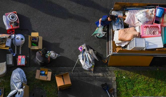 Ngành dịch vụ mới ở Nhật Bản: Dọn dẹp và tiêu thụ đồ đạc của người già neo đơn sau khi họ qua đời - Ảnh 3.
