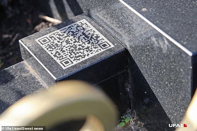 Nga: Cô gái được gia đình dựng bia mộ hình cái iPhone 7 cao một mét rưỡi sau khi qua đời - Ảnh 5.