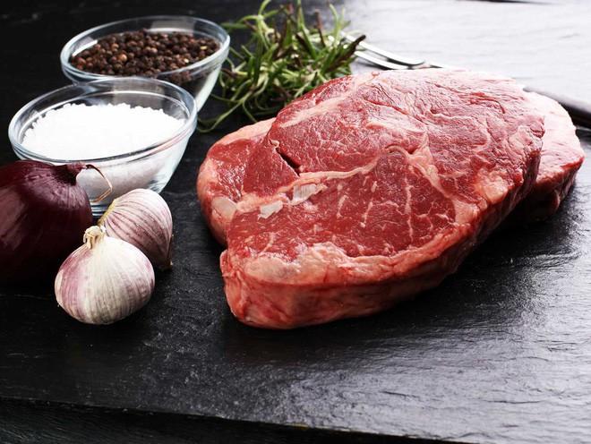 Thịt bò với thịt lợn khi nấu chín khác gì nhau? Đọc ngay để tự tin hơn khi ăn hàng quán - Ảnh 3.