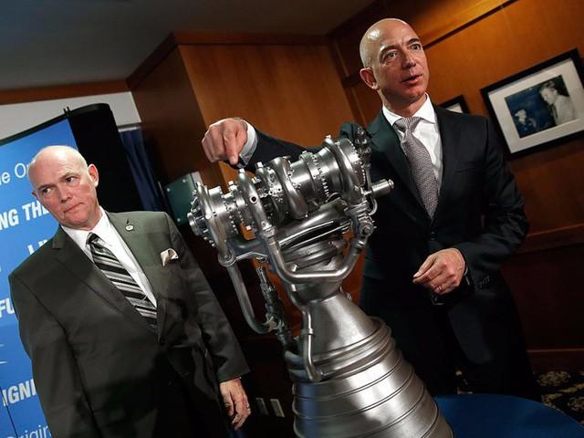 Giàu nhất thế giới, Jeff Bezos vẫn rửa bát sau mỗi bữa tối - Ảnh 14.