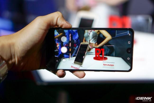 Sharp đưa điện thoại viền siêu mỏng AQUOS S2 vào Việt Nam, giá 6,99 triệu đồng, hấp dẫn hơn hẳn so với hàng xách tay - Ảnh 6.