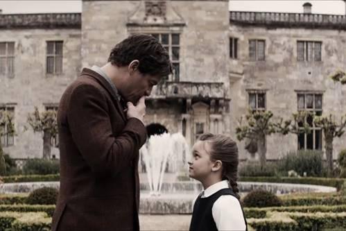 Bỏ mặc những lời cảnh báo về sự nguy hiểm, cô gái trẻ vẫn quyết tâm đi tìm tung tích của cha