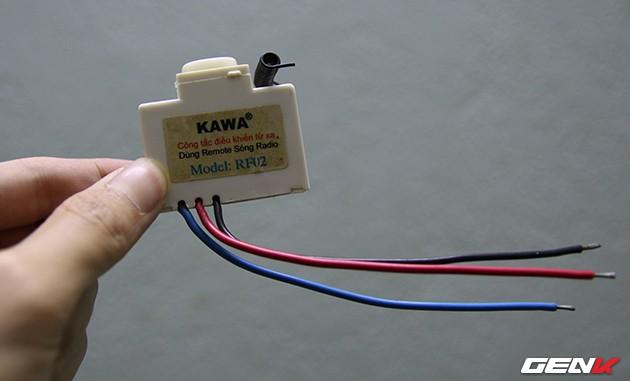 Một công tắc điều khiển từ xa dùng sóng RF, thay cho các công tắc âm tường phổ thông. Công tắc này có giá khoảng 100 ngàn đồng.