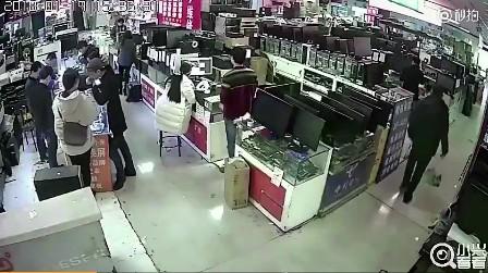 Cắn pin iPhone để kiểm tra thật giả, một thanh niên suýt chết vì điện thoại phát nổ - Ảnh 1.