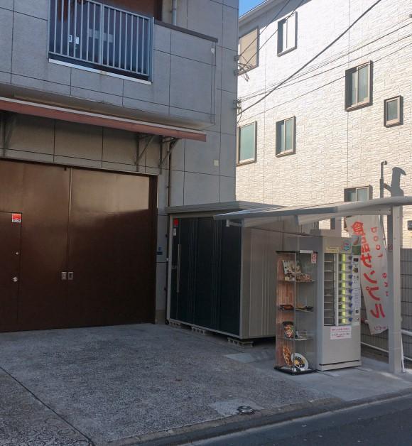Nhật Bản có cả máy bán mô hình đồ ăn giả tự động, trông ứa nước miếng vì tưởng thức ăn thật - Ảnh 2.