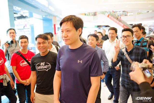 CEO Xiaomi Lei Jun: Chúng tôi bán sản phẩm cùng tính năng nhưng giá chỉ bằng một nửa đối thủ, kỳ vọng trở thành số 1 tại Việt Nam - Ảnh 1.
