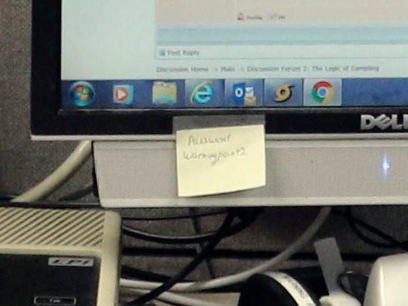 Mật khẩu của Cơ quan Quản lý Tình hình khẩn cấp Hawaii bị phát tán trên mạng thông qua tờ ghi chú dán trên máy tính nhân viên - Ảnh 2.